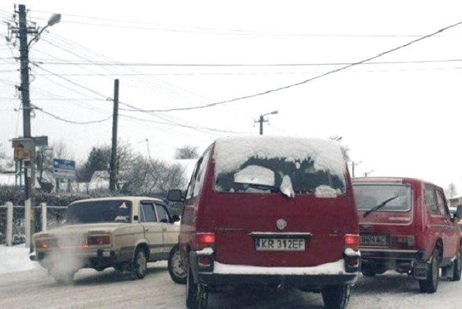 Перевзуйте авто! Перший сніг в Києві приніс затори і ДТП на кожному кроці