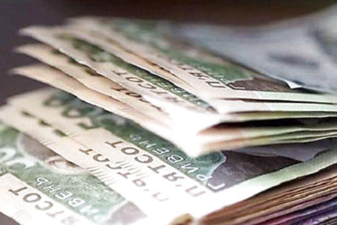 Чиновники отримують і 30 тисяч з гаком зарплати