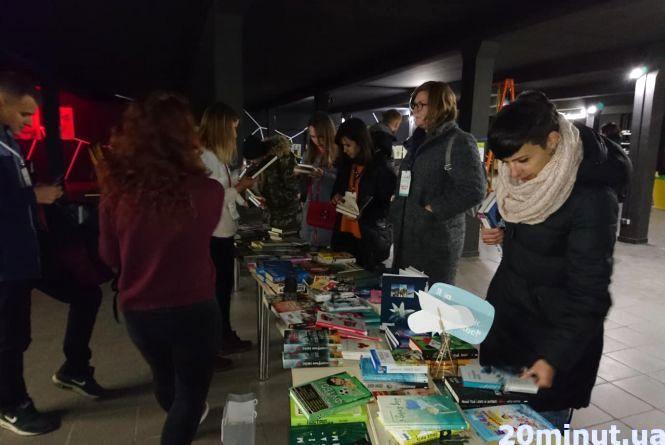 """""""побачиТИ"""": у Тернополі продають книги, щоб купити аудіокниги для незрячих"""
