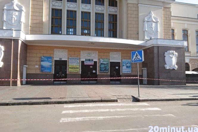 Залізничний вокзал досі без циферблатів