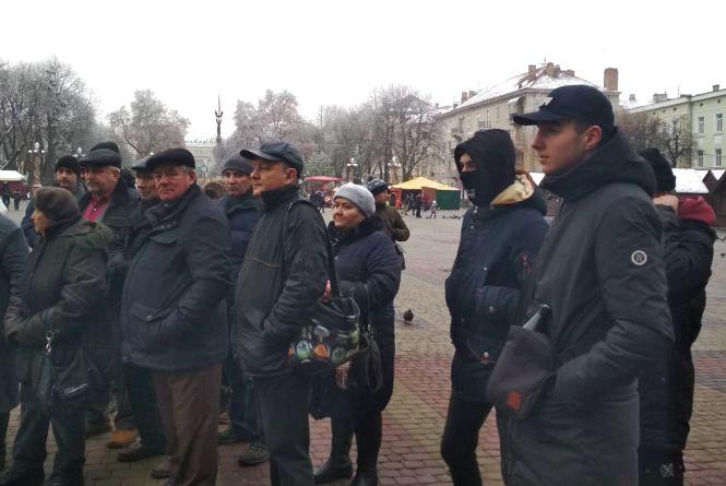 Транспортне віче в Тернополі: людей менше, але здаватись не думають