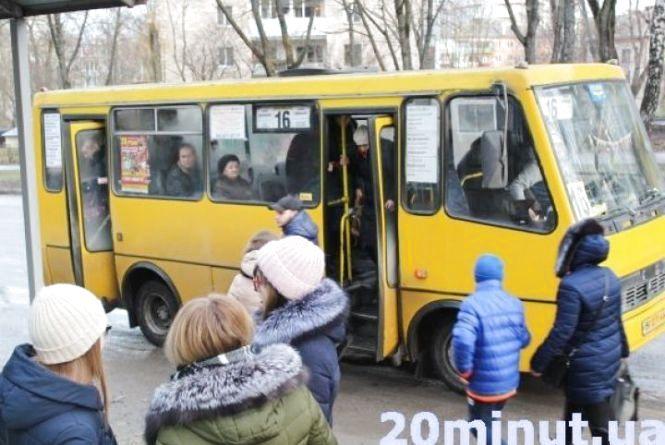 У міській раді озвучили скільки пасажирів їздить маршрутками та тролейбусами