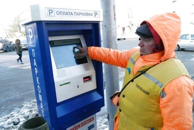 Чому в Тернополі досі немає паркоматів