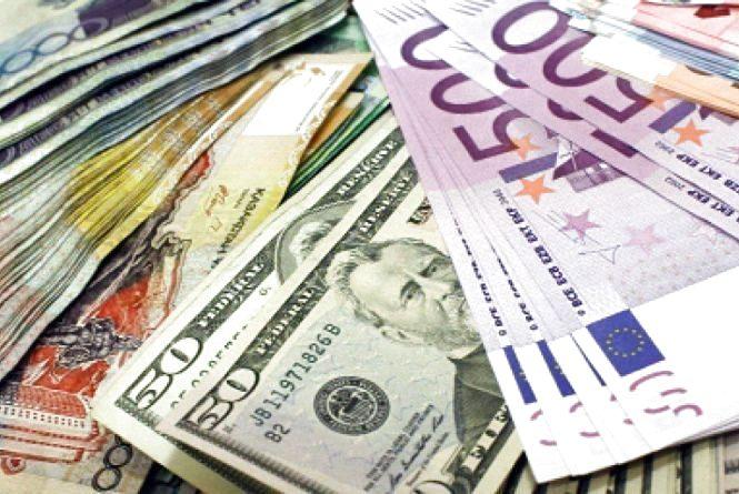 Курси валют на 6 грудня: гривня подолала важливу позначку