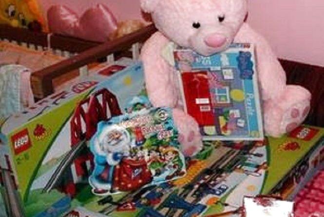 """""""Заманюють"""" подарунками і збирають дані про дітей"""