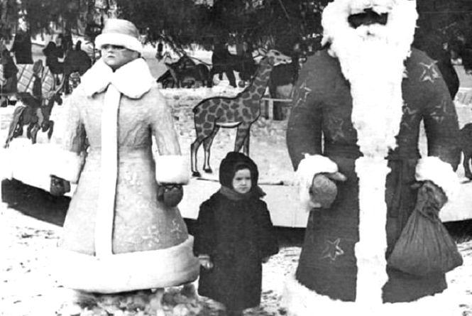 Який Дід Мороз і Снігурка стояли на Театральному майдані Тернополя 50 років тому