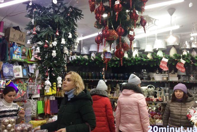 Скільки тернополянам коштуватиме прикрасити новорічну ялинку