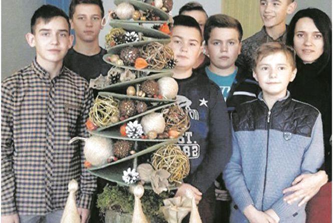 З шишок, паперу та пір'я: у школах на Тернопільщини замість ялинок робили зимові букети