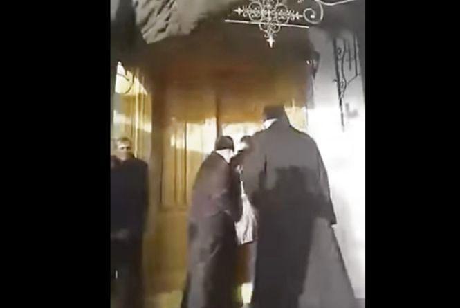 Бійка у храмі. Парафіяни не пустили до церкви Архієпископа УАПЦ