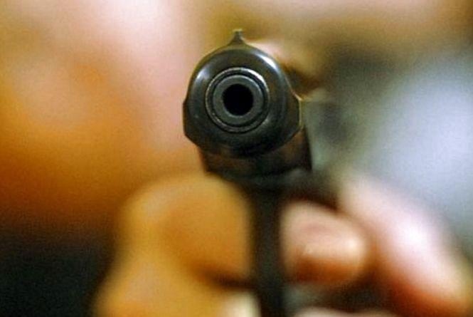 Вночі на «Дружбі» невідомий стріляв у чоловіка