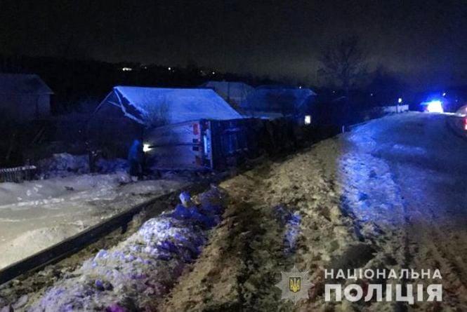 Поліція з'ясовує, чому на Теребовлянщині перекинулася вантажівка