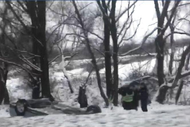 Аварія на Збручі: авто перекинулось у кювет