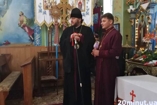 У селі на Тернопільщині ще такого не бачили: чому священики побилися в церкві