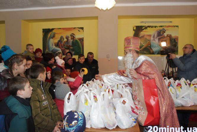 """Подарунки від Святого Миколая роздали діткам у """"Карітасі"""""""