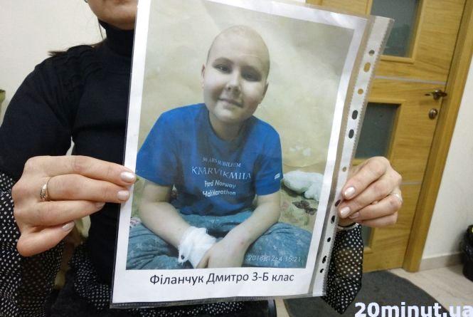 Під Новий рік їм нема де подітися.  Допоможіть мамі з онкохворим сином знайти житло у Тернополі