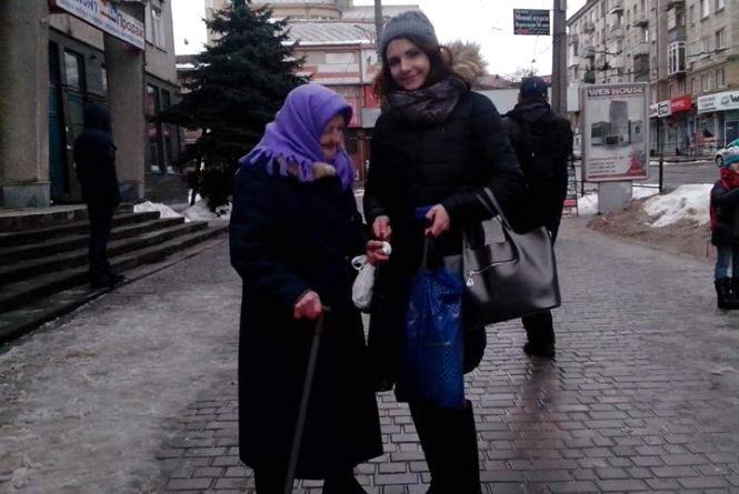 """""""Я побачила на вулиці бабцю і просто купила їй їжі"""": тернополянка долучилась до всеукраїнського флешмобу"""
