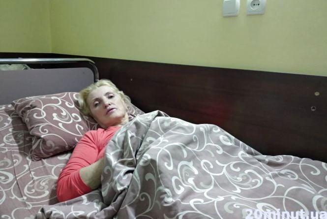 Їхала в Карпати, а опинилася у лікарні. Надія Полякова, на яку впала верхня полиця у поїзді, розповіла про пережите