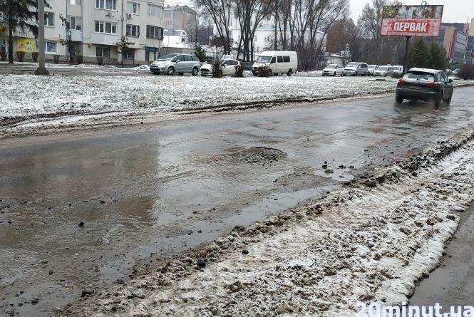 """""""Ще зими не було, а доріг вже немає"""", - скаржаться водії. Де у Тернополі найбільші ями (для обговорення)"""