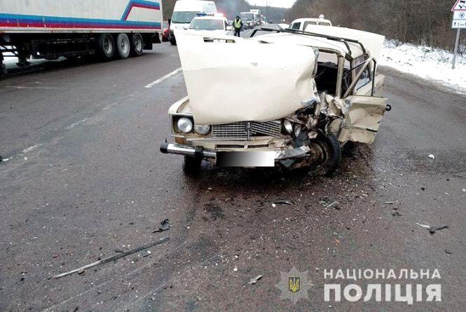 """Смертельна аварія на Тернопільщині: водій на """"ВАЗі"""" із незрозумілих причин  виїхав на зустрічну і зіткнувся із """"БМВ"""""""
