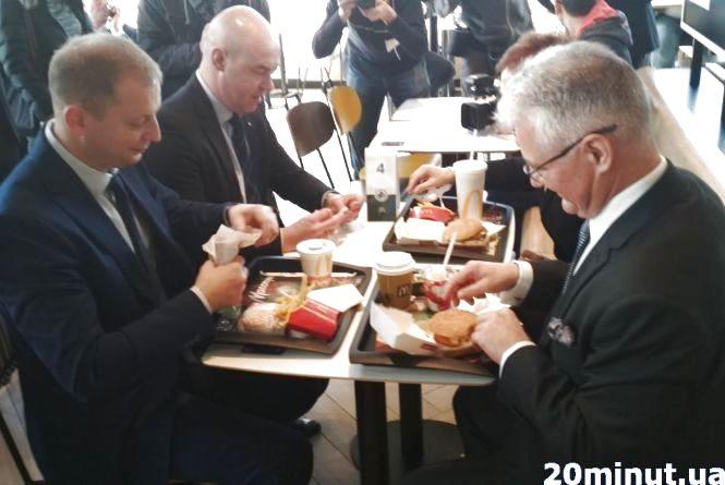 Згадуємо 2018-ий: Посол у MacDonald`s, Президент біля ялинки та інші VIP-гості у Тернополі