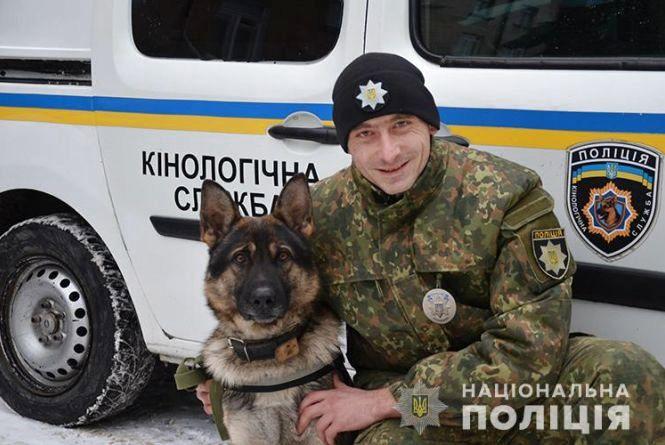 На Тернопільщині поліцейський собака врятував чоловіка в лісі