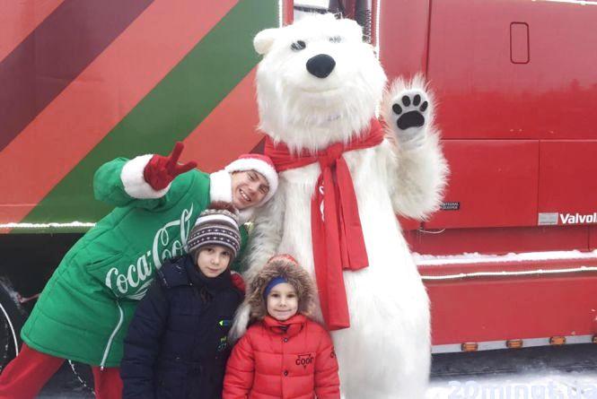 Відео дня: на Театралці тернополяни фотографуються з полярними ведмедями