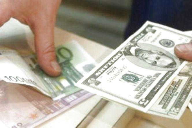 Долар та євро далі дорожчають - курс валют на 10 січня