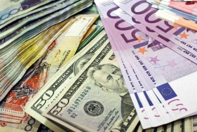 Гривня й далі дешевшає. Курс валют на 11 січня