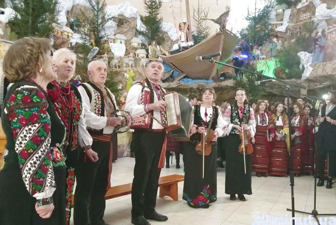 В церкві Св. Петра на Алясці ніде було стати: що було на фестивалі колядок  (пряма трансляція)