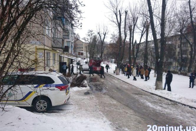 На Карпенка горіла квартира: літня жінка палила дровами (оновлено)