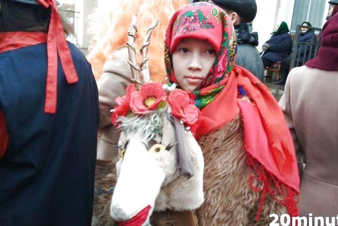 """Маланка на березі Дністра: """"козу водили"""" 17-річний Петро та 74-річна пані Марія"""
