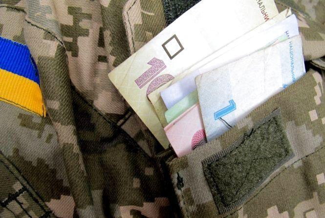 Контрактникам в армії суттєво збільшили зарплату. Охочих запрошують на військову службу