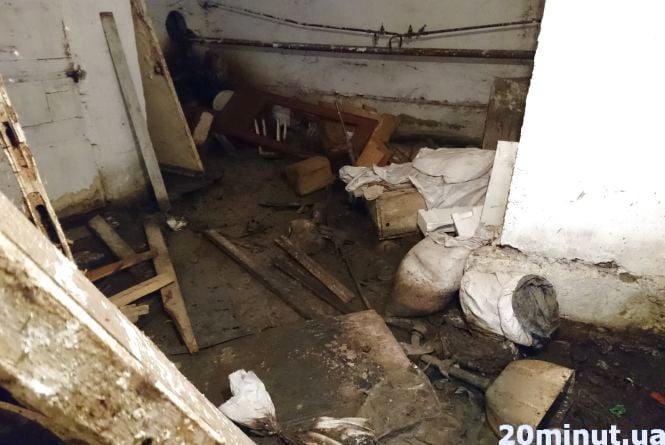 """""""Підвал затоплює фекаліями, а ЖЕК нічого не робить"""", - мешканці будинку на Київській"""