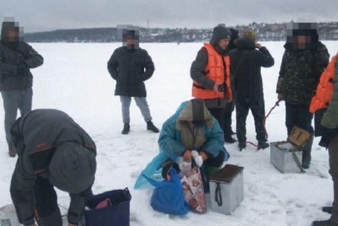 На Тернопільському ставі виявили 22 порушники. Інспектори склали на них протоколи
