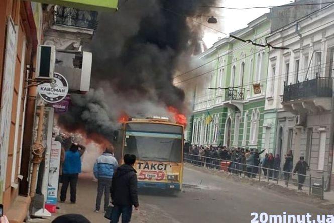 На Руській загорівся тролейбус (оновлено)