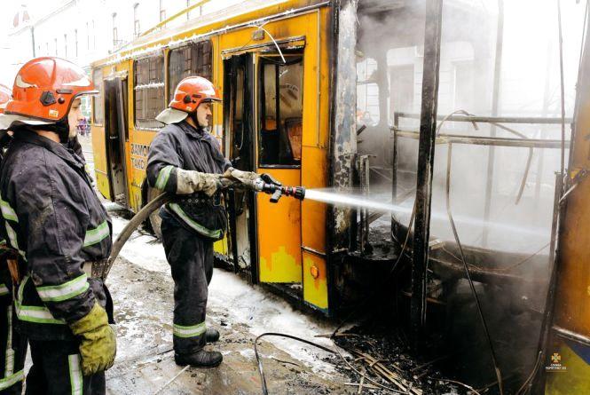 Що спричинило пожежу тролейбуса у Центрі