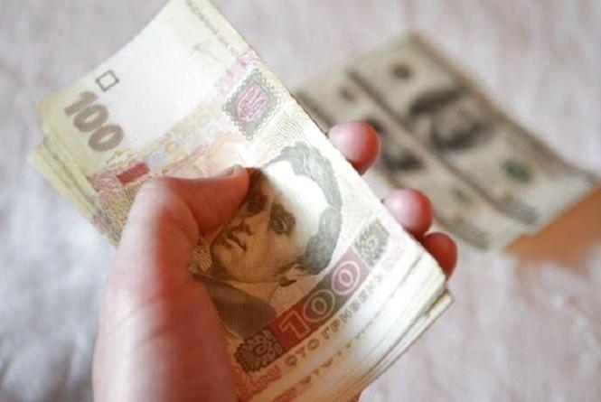Долар та євро суттєво втратили у ціні: курс валют на 24 січня