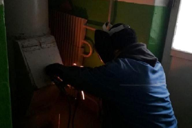 У Тернополі заварюють сміттєпроводи у багатоповерхівках