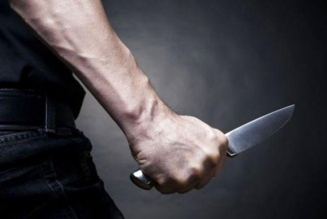 На Тернопільщині чоловік пограбував та підрізав студентку. Поліція розшукує злодія