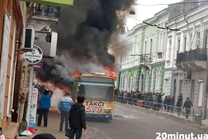 """Смерть підприємця, пожежа тролейбуса, важка задача. Підсумки тижня на сайті """"20 хвилин"""""""