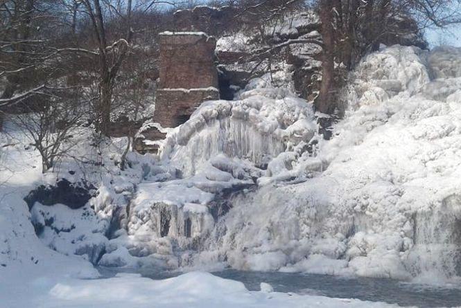 На Тернопільщині замерз найвищий водоспад України