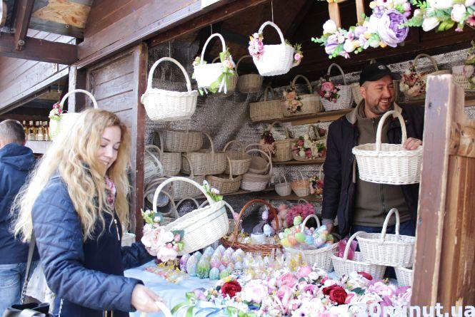 Великодній ярмарок на Театралці: тернополяни обирають кошики на Пасху