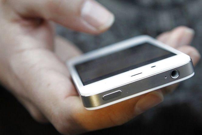 Чуйний тернополянин дав подзвонити незнайомцю і залишився без телефона