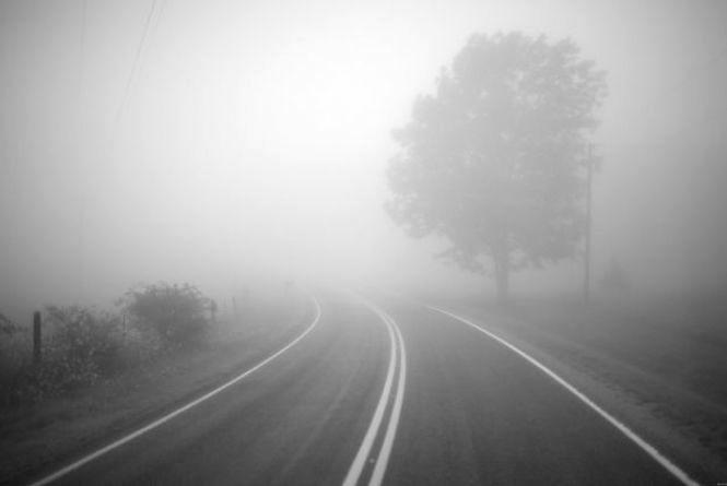 Синоптики попереджають про густий туман, ожеледь, а на дорозі ожеледиця