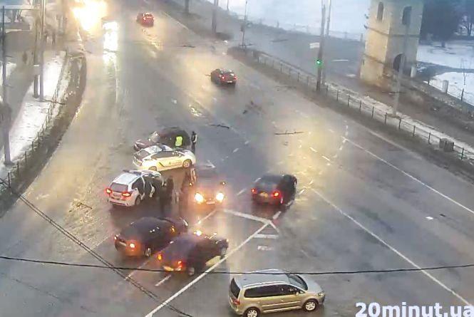 У ДТП біля Надставної церкви зіткнулося три авто