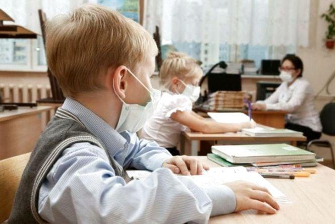 Класи закрили на карантин: на Тернопільщині побільшало хворих на грип та ГРВІ