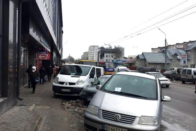 Інспектори уже виписали понад 30 постанов за порушення правил паркування у Тернополі