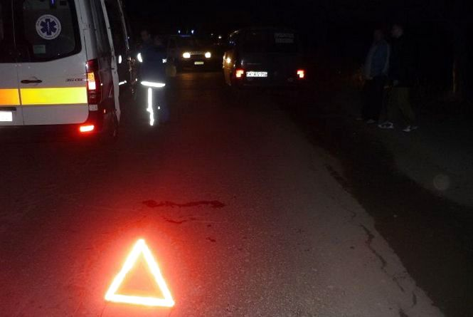 Аварія на Злуки за участю таксі: водій та пасажирка одного із авто - в лікарні