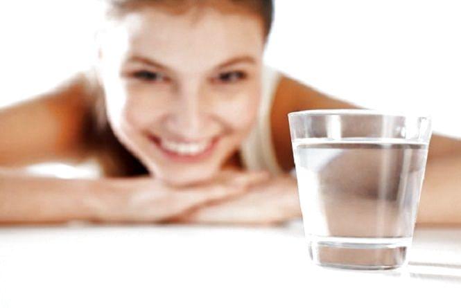 «Вода сама себе не вип'є», або Скільки води на день потрібно людині
