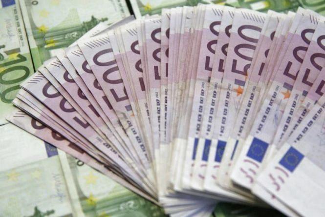 Євро далі падає: курс валют на 8 лютого
